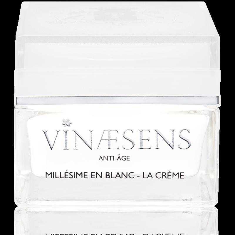La crème pour le blanchiment de la peau dans la place intime